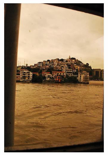 Barrio Las Peñas desde el Guayas