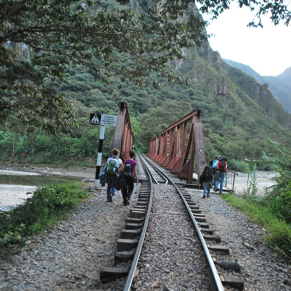 Camino a Machu Picchu desde la hidroeléctrica. Dos horas y un poco más para llegar al pueblo de aguas calientes.