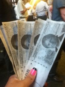 """Billetes de""""Cien Boudoues""""  se entregaron como forma de protesta en la marcha del 8N."""