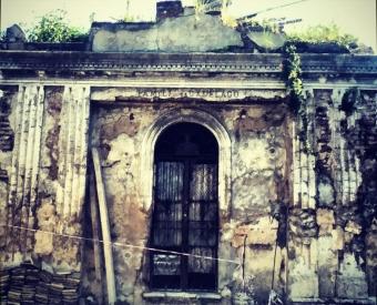 Un mausoleo en su lecho de muerte.