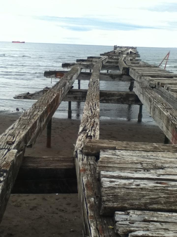 Un muelle abandonado en el Estrecho de Magallanes.