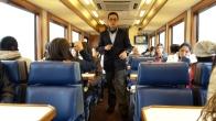Durante el recorrido en tren, las personas cuentan con la guianza a bordo como también en los diversos destinos